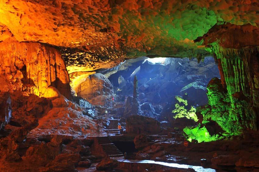 Surprise Cave - Halong Bay