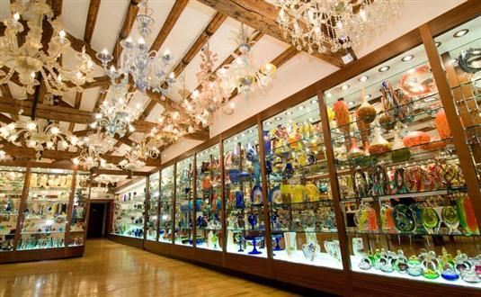 Murano, Burano and Torcello glass factories - Veni